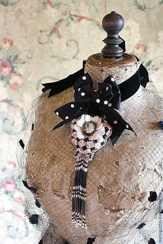 Купить Брошь B15023 - комбинированный, брошь, подвеска, ручная вышивка…