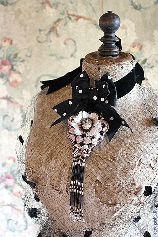 Купить Брошь B15023 - комбинированный, брошь, подвеска, ручная вышивка, авторская ручная работа, Сваровски