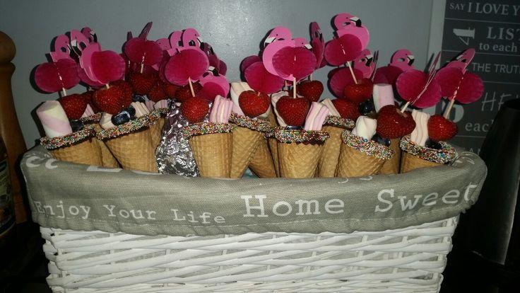 Flamingo ijsjes met fruit en een spekje!
