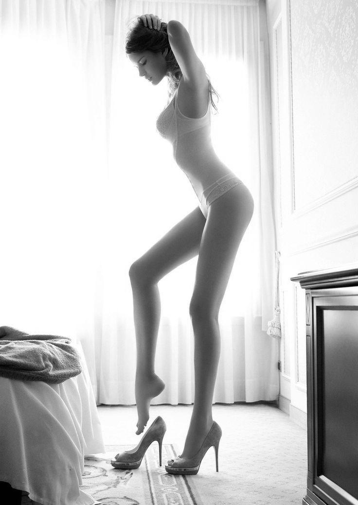 Beautiful Heeled Women : Photo