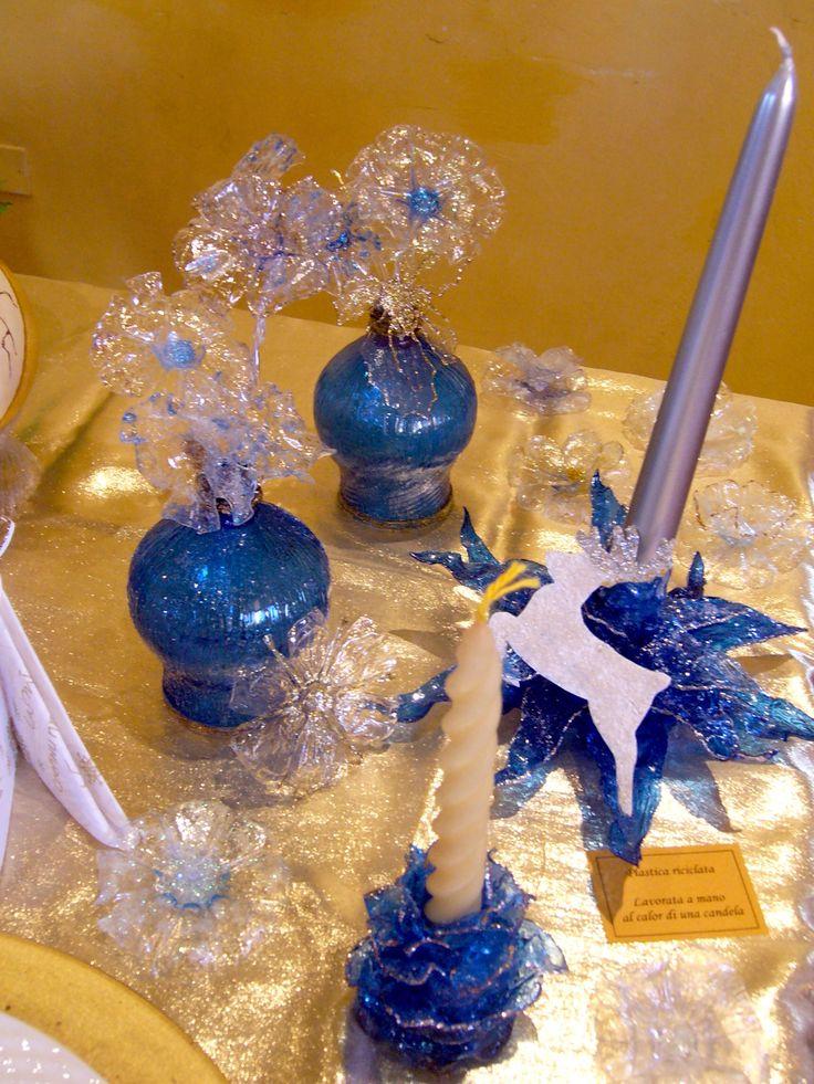 Creazioni natalizie. Eleganti centrotavola in blu. Riciclo bottiglie di plastica.