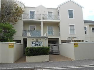 Rental: R4500.00Available: 01 April 20142 Carpeted bedrooms with BIC * Carpeted lounge * Tiled open plan kitchen with BIC / oven