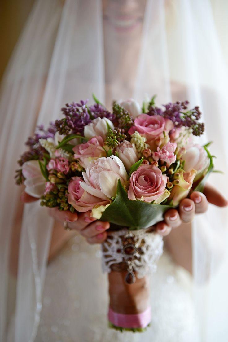 Весенний букет невесты из роз, сирени и тюльпанов, Свадебное оформление и флористика, Букет невесты