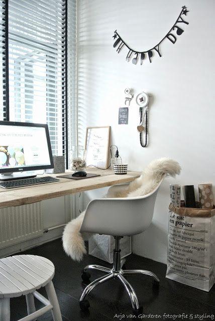 Zwart, wit & hout: Mijn nieuwe werkplek