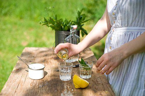 Elderflower Lemon Cocktail with gin, lemon, elderflower syrup (from IKEA!), mint & club soda