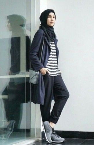 sporty hijab adidas look, How to get hijab trendy looks http://www.justtrendygirls.com/how-to-get-hijab-trendy-looks/