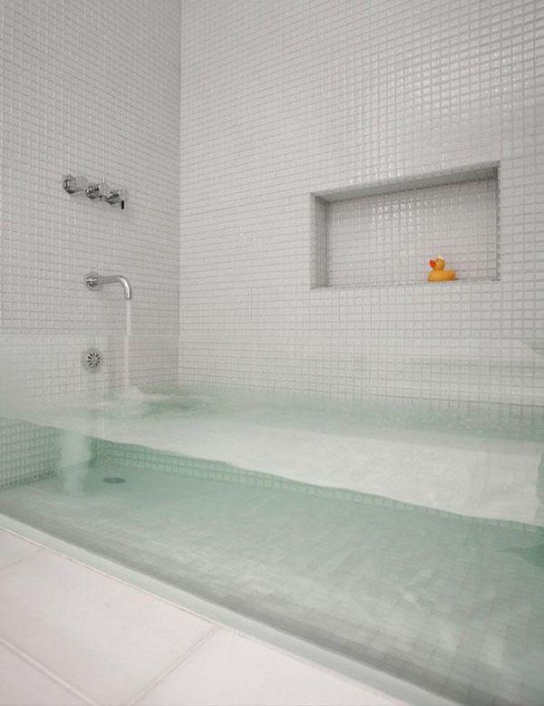 Questa vasca completamente trasparente… bolle a vista