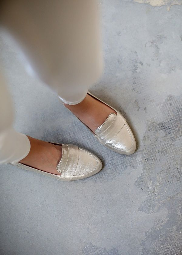 Sézane / Morgane Sézalory - Direction Marseille - Mayfair Loafers #sezane www.sezane.com/fr #frenchbrand #frenchstyle #springcollection #goldloafers