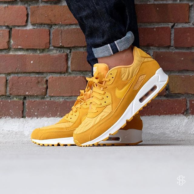 Nike Air Max 90 Premium: Gold Leaf/Ivory More