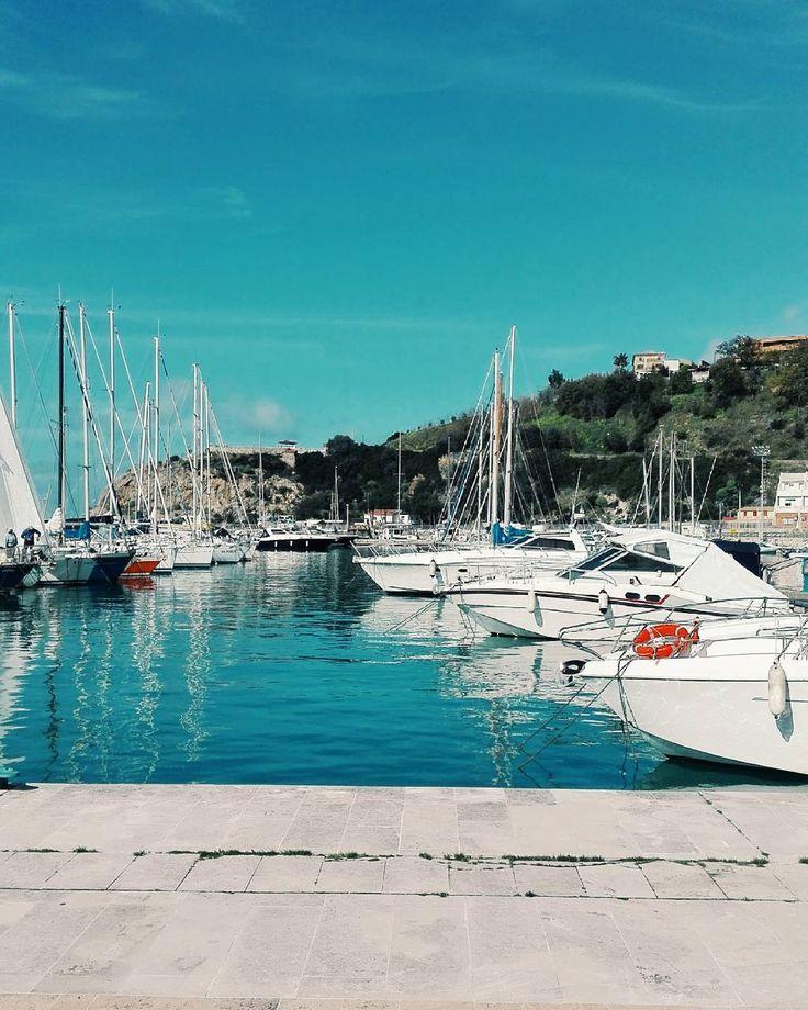 Boats in Port. Goodmorning. #unangeloinviaggio  Edit with @vscoG3  #buongiorno #goodmorning #italy #italia #cetraro #volgoitalia #volgocalabria #volgocosenza #boat #port #sky #mountains #beautiful #bestoftheday #photo #photooftheday #igers #igersoftheday #vsco #vscocam #vscoitaly #vscogood #followme #seguitemi #sud #verso_sud #calabriadaamare #calabriaorizzonti by angelo.cerrone