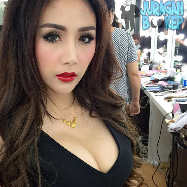 Pin By Flamingo Massage Center On Massage Free Films Girl Attractive