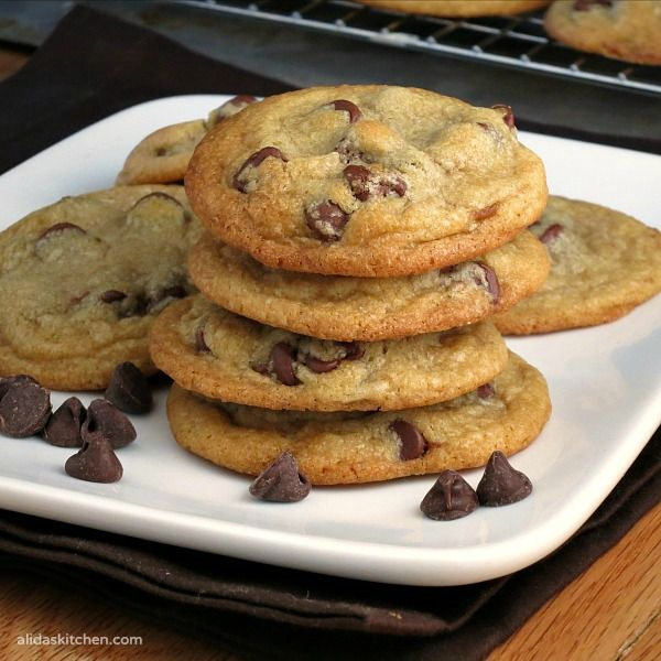 Coconut Oil Chocolate Chip Cookies | the BEST chocolate chip cookies I've ever had! #SundaySupper