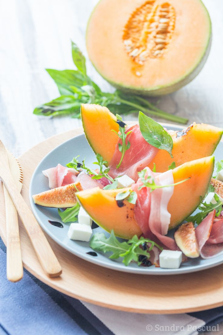 Après la pastèque en salade, c'est au tour d'un autre fruit de saison de finir en version sucrée-salée: le melon! Ok c'est plus commun, vous avez du en manger tout l'été arrosé de porto mais je vous propose une autre association avec des figues fraîches et de la feta! Ajoutez quelques feuilles de roquette et...Read More »