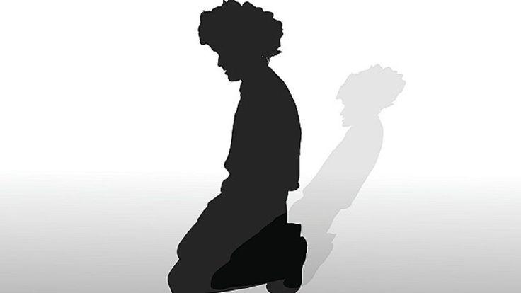 Es un drama que muchas familias enfrentan solas. Según la OMS, cada 40 segundos una persona se suicida y más de 450 millones sufren de desórdenes mentales. BBC Mundo investigó la situación en Latinoamérica.