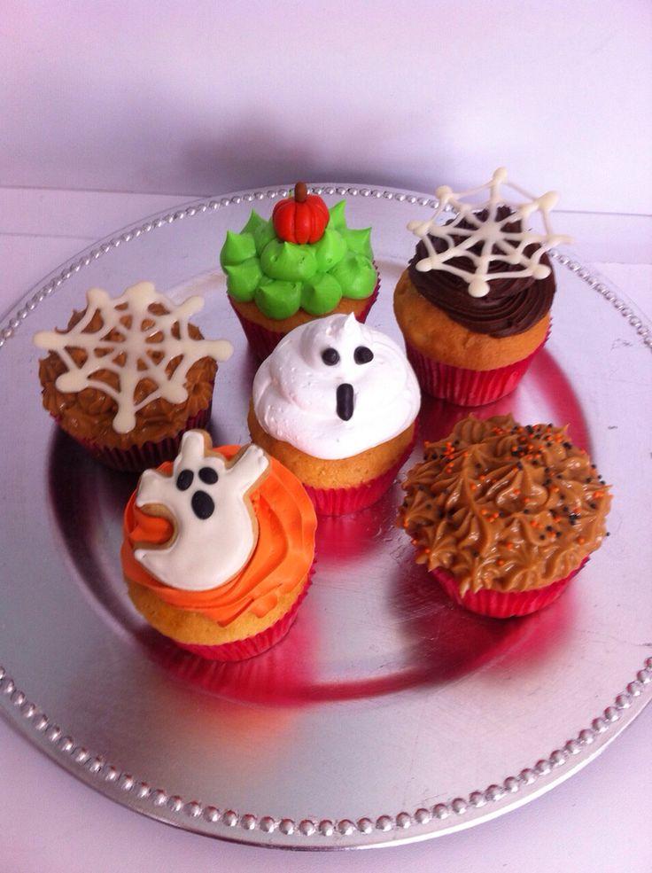 Celebra Halloween con unos deliciosos Cupcakes personalizados! - Haz tus pedidos al (1) 625 1684 o visítanos en la Cra 11 No. 138 - 18 L3. - #Halloween #Cupcakes #Bogotá #CupcakesEnBogotá #SoSweet #FoodPorn #DessertPorn www.SoSweet.com.co