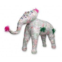 Vrolijk olifant poefje van Colorique. Dit authentieke Indiase poefje in de vorm van een olifant heeft verschillende kleurrijke kralen. Met deze vrolijke poef fleur je de hele slaapkamer op. Deze poef is goed te combineren met andere artikelen uit de Ibiza collectie van Colorique.