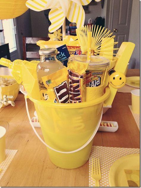 I Got a bucket, got a bucket full of sunshine! - Einde schooljaar: alles geel, een emmer/doos vol zonneschijn om een schitterende vakantie tegemoet te gaan