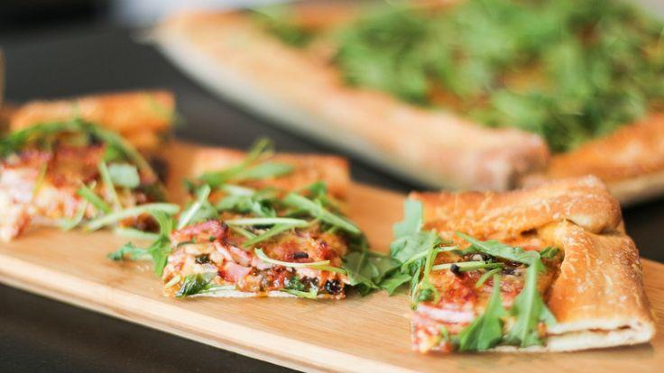 Pizza med hjemmelaget tomatsaus