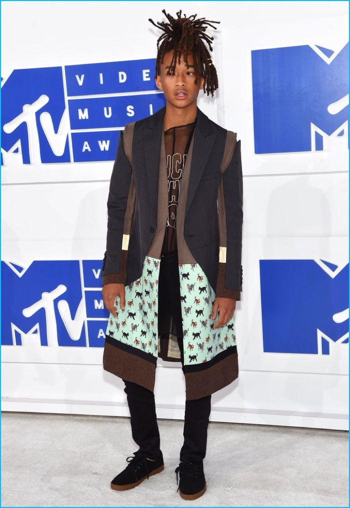 Jaden Smith is front and center in a fashion-forward look for the 2016 MTV Video…