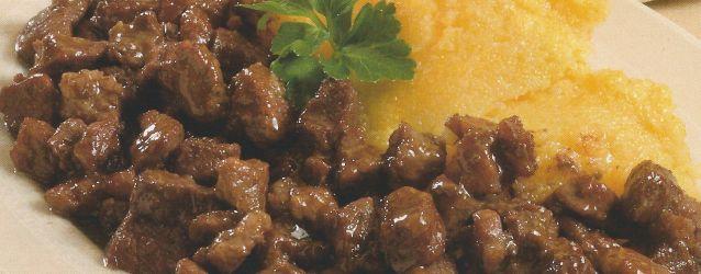 """BRUSCITTI è uno spezzatino tipico della cucina di Busto Arsizio in provincia di Varese. Deve il suo nome alle piccole dimensioni in cui è ridotta la carne: il termine infatti nel dialetto bustocco significa """"briciole""""."""