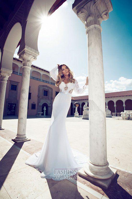 В сегодняшней публикации хотим вас познакомить с роскошной коллекцией свадебных платьев Julie Vino 2014. Что же касается новой коллекции, то здесь основной акцент дизайнер сделала на женственный утонченный силуэт с подчеркнутой