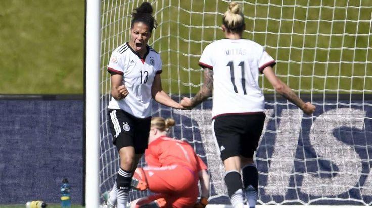 Frauen-WM 2015: BILD erklärt Traumpaar Celia Sasic & Anja Mittag http://www.bild.de/sport/fussball/dfb-frauen-nationalmannschaft/bild-erklaert-das-tor-duo-sasic-und-mittag-41443280.bild.html