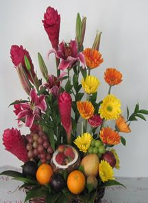 Arreglo floral  Frutal Exótico para regalar en Bogotá, muy bonitos que contienen diferentes tipos de frutas. http://www.magentaflores.com/productos/arreglos-florales-exoticos-bogota.html