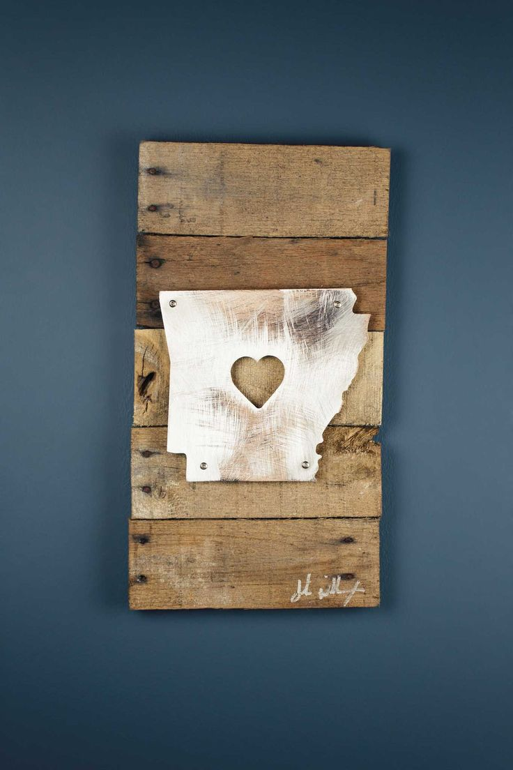 A perfect gift for the Arkansas lover in your life, this stunning piece of art is the perfect blend of Iconic Metal married to reclaimed pieces of barn wood, resulting in rustic yet elegant artwork. E