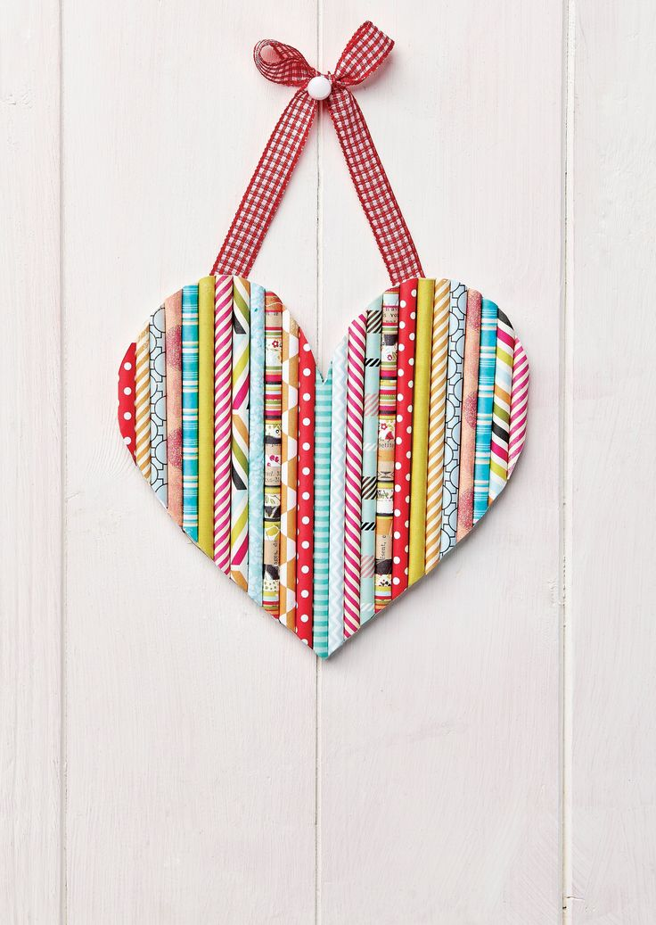This amazing heart hanging is made from straws! (PaperCrafter issue 78)