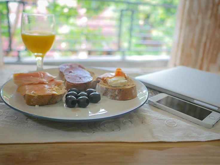 #завтрак простого #программиста #simple #programmer #breakfast  #food #meal #orange #juice #salmon #salami #feta #bagette #olive #olives #iphone #iphone5s #macbook #macbookpro #programmer #developer #js #javascript #nodejs #angular #angularjs #worldcode #bali #balcony #view