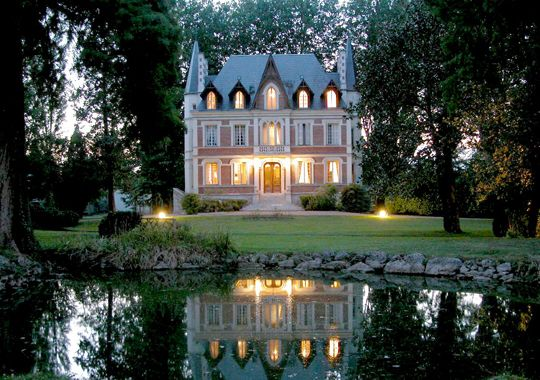 Beautiful house, and I love the reflections in the water...