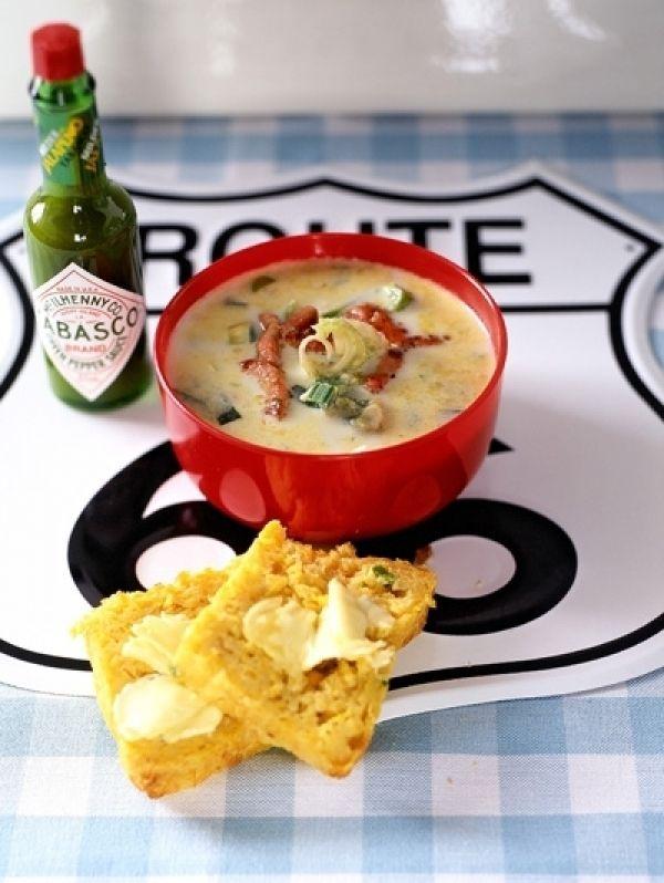 Chowder is officieel een groente- of zeevruchtensoep, gemaakt met melk of room. Maar regels zijn wat ons betreft om aan je welgevormde laars te lappe...