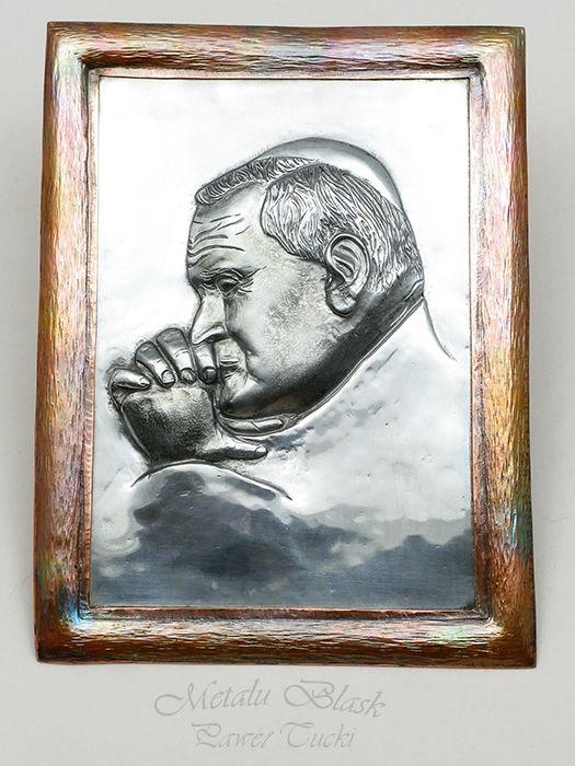 www.polandhandmade.pl #metalart, #Paweł_Tucki #polandhandmade Ręcznie repusowany wizerunek św. Jana Pawła II.