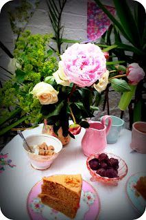 who loves tea and cake outside?