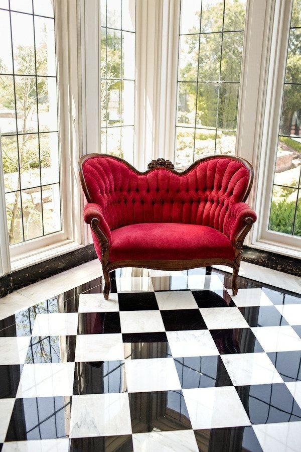 le canapé rouge un vrai hit pour le salon