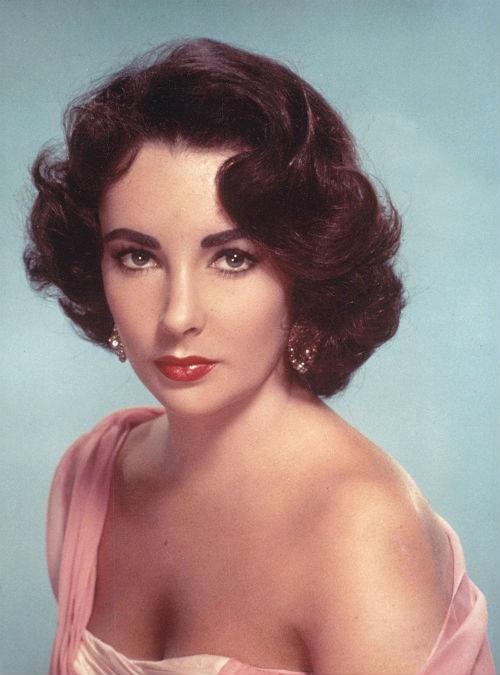 Elizabeth Taylor (1932–2011)  Ken je van haar rollen in: Cleopatra (1963), Who's Afraid of Virginia Woolf? (1966) en Cat on a Hot Tin Roof (1958) @ Judith Land