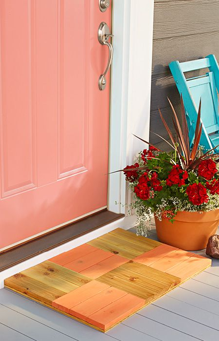 Combine wood squares into a durable outdoor entry mat that adds color to your front porch. Skill level: Intermediate