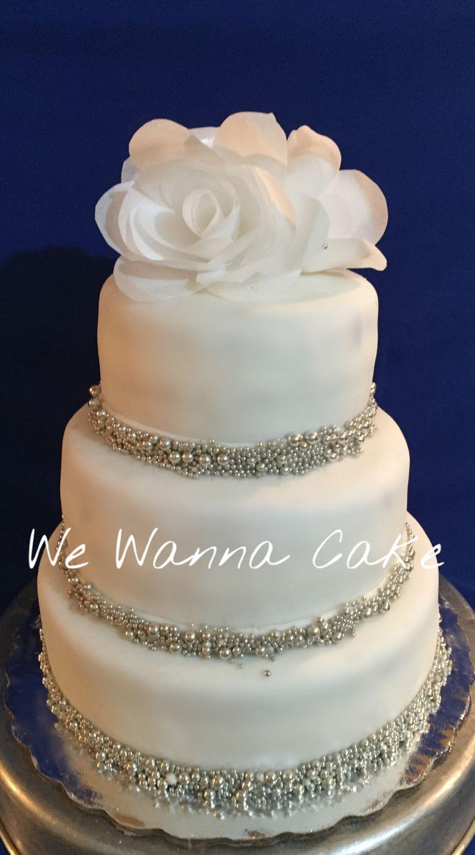 Pastel para boda flores comestibles y perlas de dulce