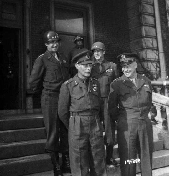 King George VI with General Eisenhower.