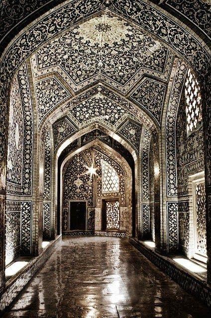 Sheikh Lutfollah Mosque Isfahan, Iran