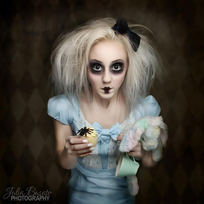 Creepy Alice Cosplay