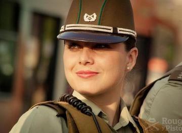 Es de lo más común ver en los cuerpos policíacos Chile -  del mundo, policías hombres que mujeres. Esto por un estereotipo que las considera como débiles para este tipo de trabajo.Las mujeres que llegamos a ver como policías en nuestro país