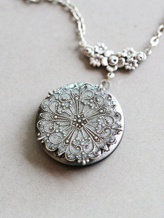 Hey, I found this really awesome Etsy listing at https://www.etsy.com/listing/157568824/locket-silver-locketjewelry-gift-pearl