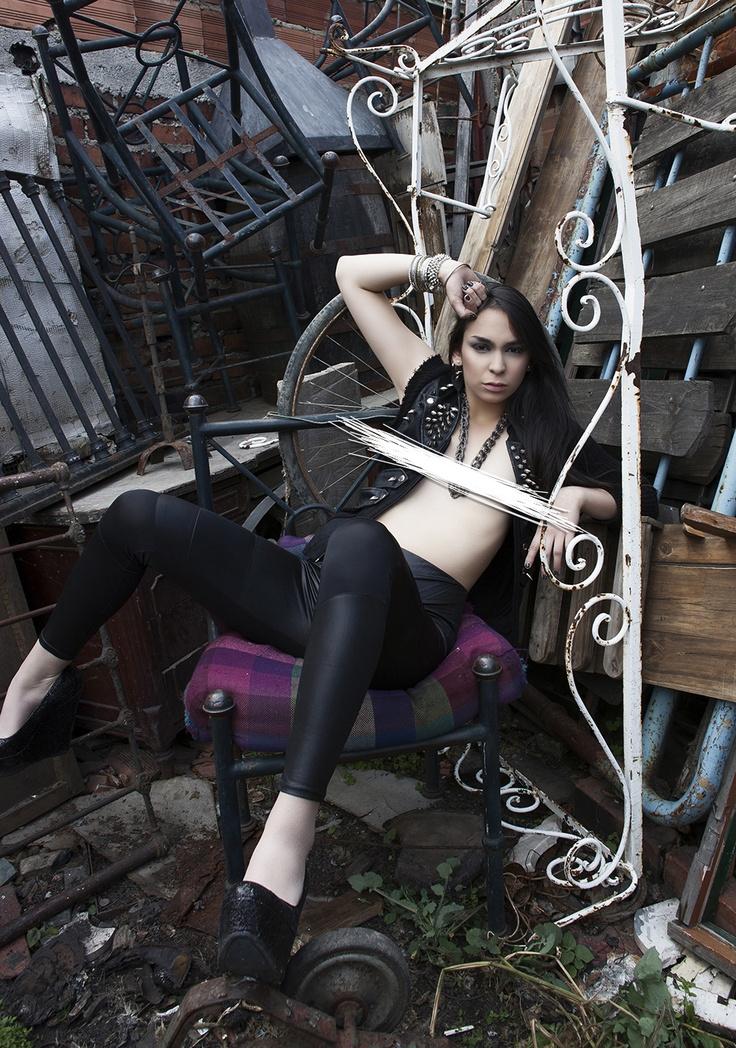 Photo By: Oscar Nizo Modelo: Isa López M. Dirección de Arte: Monita Rodriguez Styling + Vestuario: Monita + Isa www.nizo.com.co