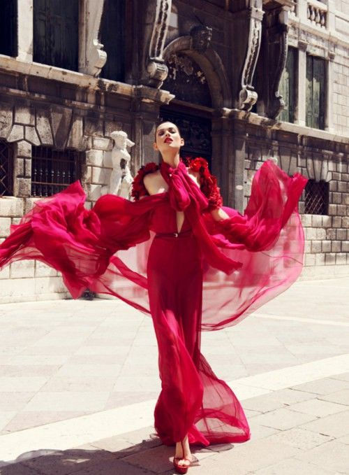 red red red - I love red: Wedding Dressses, Red Fashion, Fashion Dresses, Color, Red Gowns, Lady In Red, Fashion Photography, Redfashion, Haute Couture