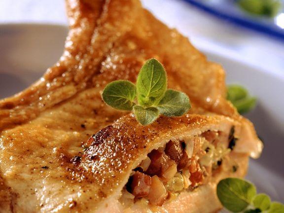 Gefülltes Kotelett ist ein Rezept mit frischen Zutaten aus der Kategorie Schwein. Probieren Sie dieses und weitere Rezepte von EAT SMARTER!