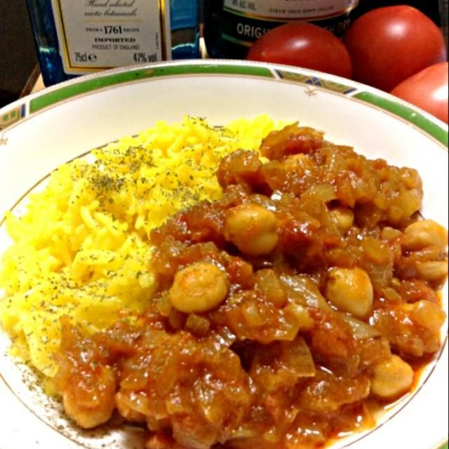 インドスパイス店で買ったチャナ豆(ヒヨコ豆)のカレーです。 レシピに材料は入力したけど、作り方はヘタレでまだ入れてません。テキトーに炒めれば・・・なんて、テキトー過ぎか(-。-; - 165件のもぐもぐ - 北インド料理 チャナ豆カレーChana Masala &Turmeric Rice by yoriko