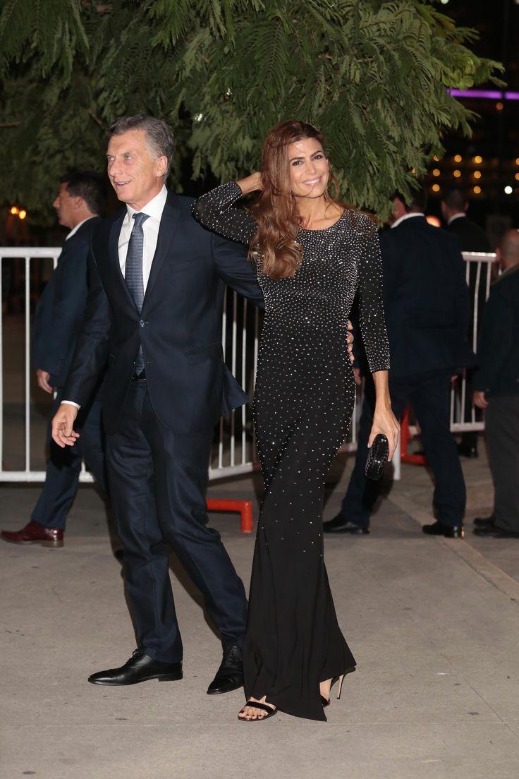 La Primera Dama lució fabulosa con un vestido negro y brillos plateados
