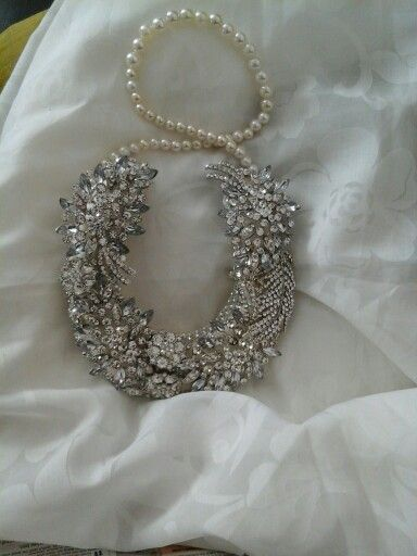 Bling Wedding Horseshoe every Bride would Love, The Good Luck Horseshoe is made with lots of sparkly brooches. What a lovely keepsake to give to the Bride as a Surprise Gift.
