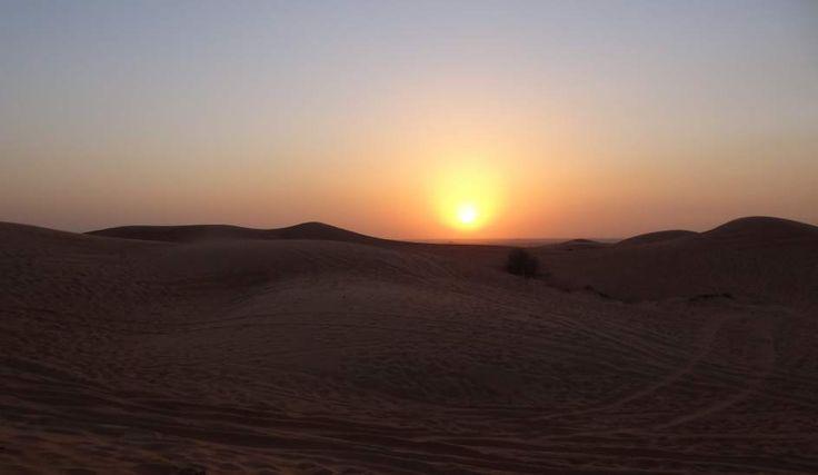 Puesta de sol en el desierto de Dubai. Foto: Ramón Barahona